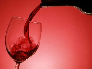 7 Benefits of Drinking Red Wine